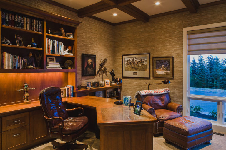 Study, built-in desk, beam ceiling